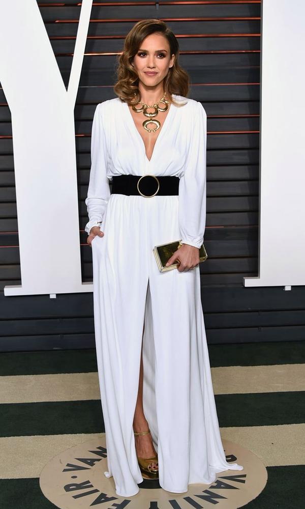 свободное белое платье, Джессика Альба