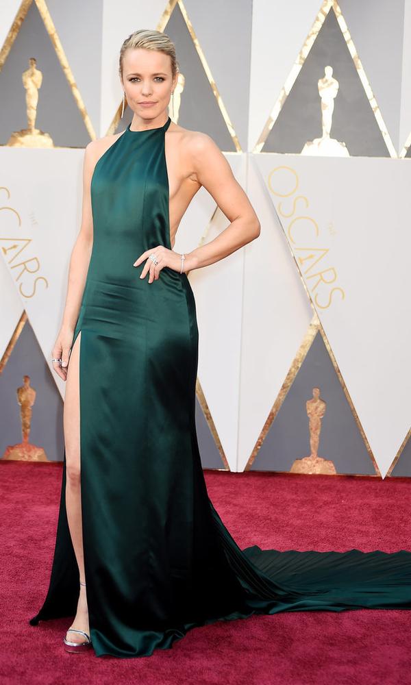 зеленое платье Рейчел МакАдамс