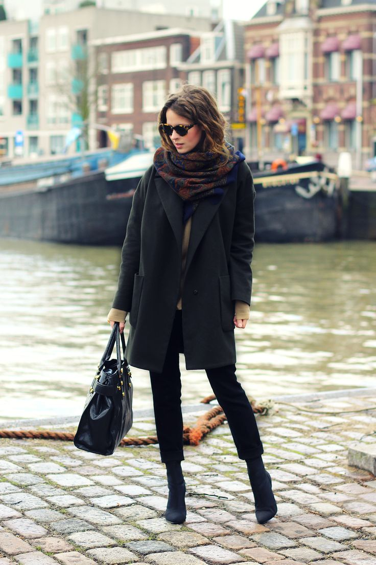 f0077472aa2b С чем носить укороченные брюки осенью и зимой: фото