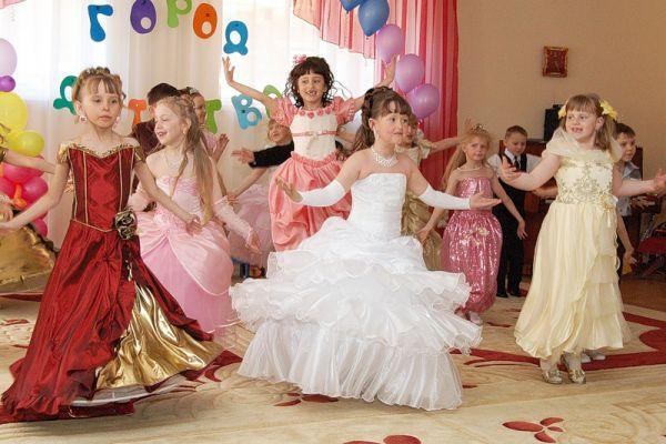 Платья на выпускной 2016 детский сад фото самые красивые